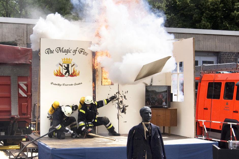Sonntags in Berlin # Sundays in Berlin Tag der offenen Tür bei der Berliner Feuerwehr; Berlin, 22.06.2008 # Open doors at the Berlin fire brigade