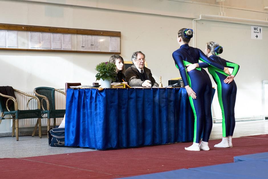 Sonntags in Berlin # Sundays in Berlin Turnwettkampf in einem Sportverein; Berlin, 21.03.2009 # Gymnastics contest in a sports club
